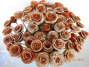 Un ramo de rosas con olor a naranja,